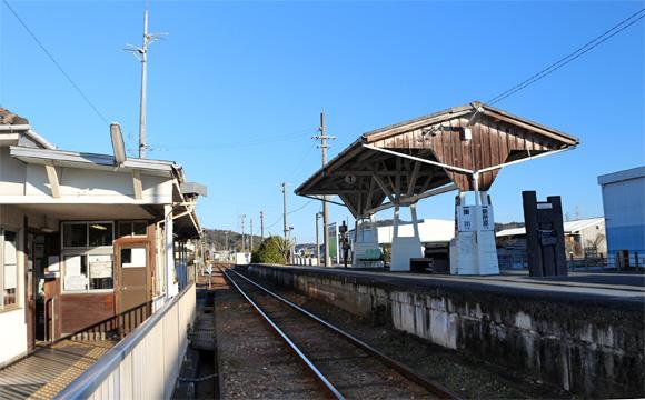 金指駅・acoustic bench(あこーすてぃっく べんち)