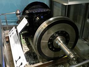 新幹線の輪軸と減速歯車装置