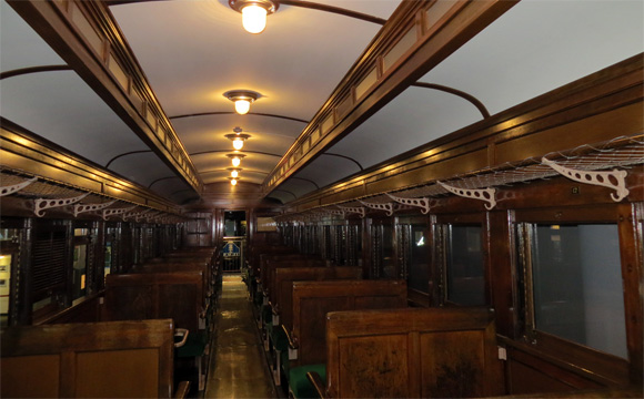 半鋼製客車
